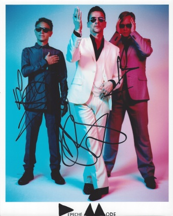 Le scarpe dei Depeche Mode per un'asta benefica1